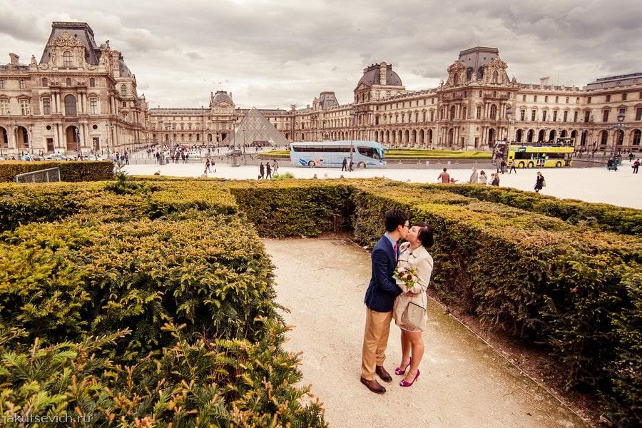 Свадьба в Париже - вечерняя фотосессия возле Лувра