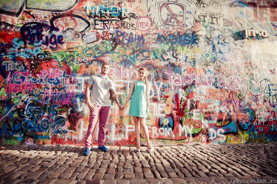 Красивая фотосессия в Праге - стена Джона Леннона