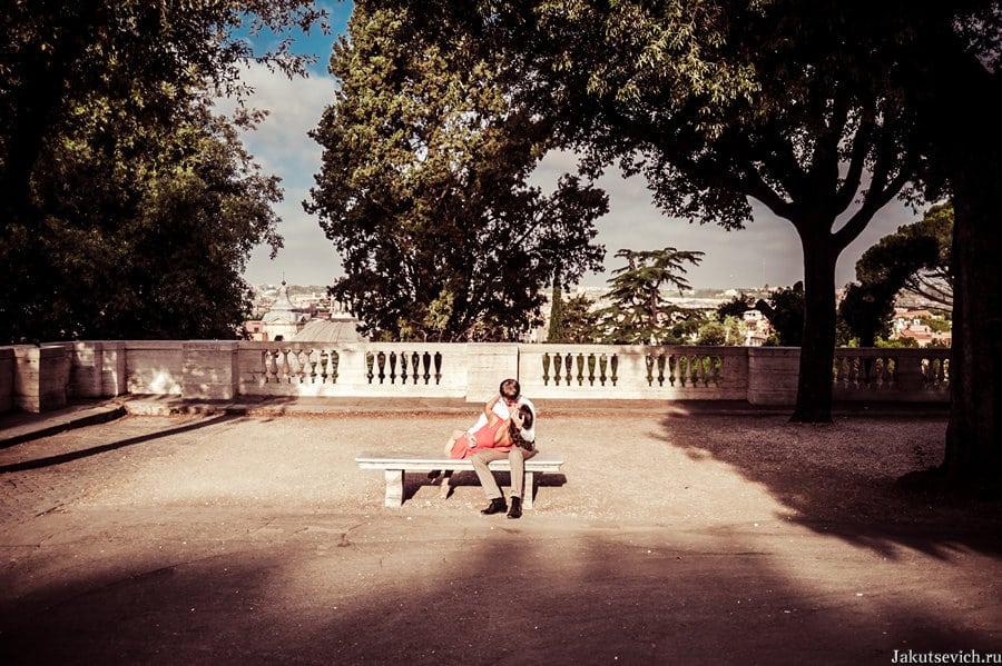 Влюбленные в парке Вилла Боргезе