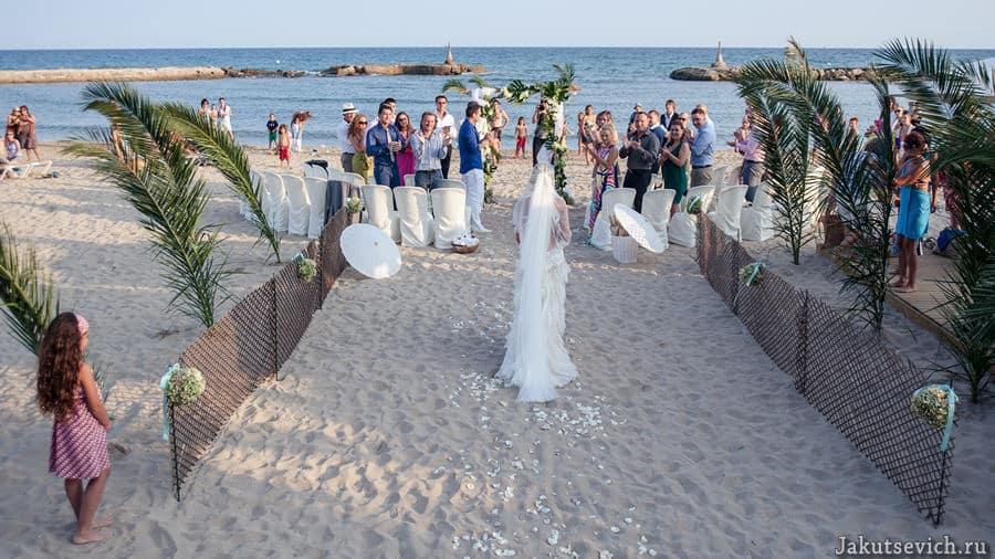 красивая свадьба на пляже в Испании