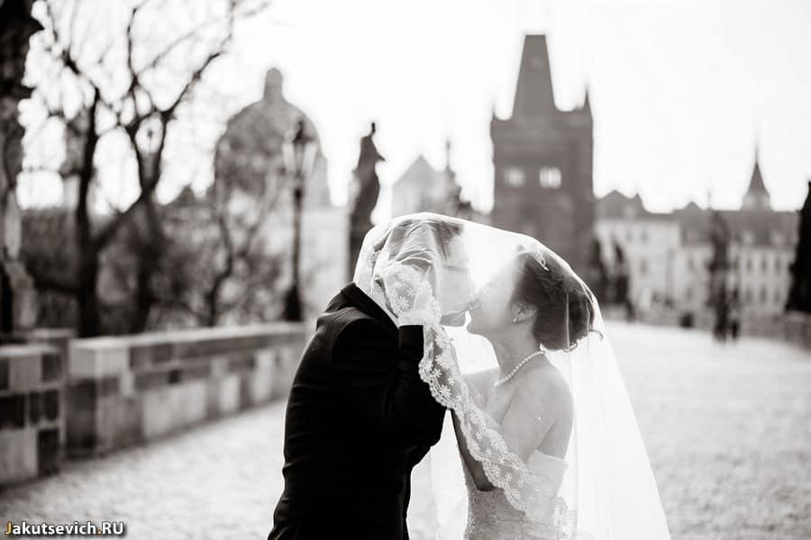 Поцелуй на Карловом Мосту
