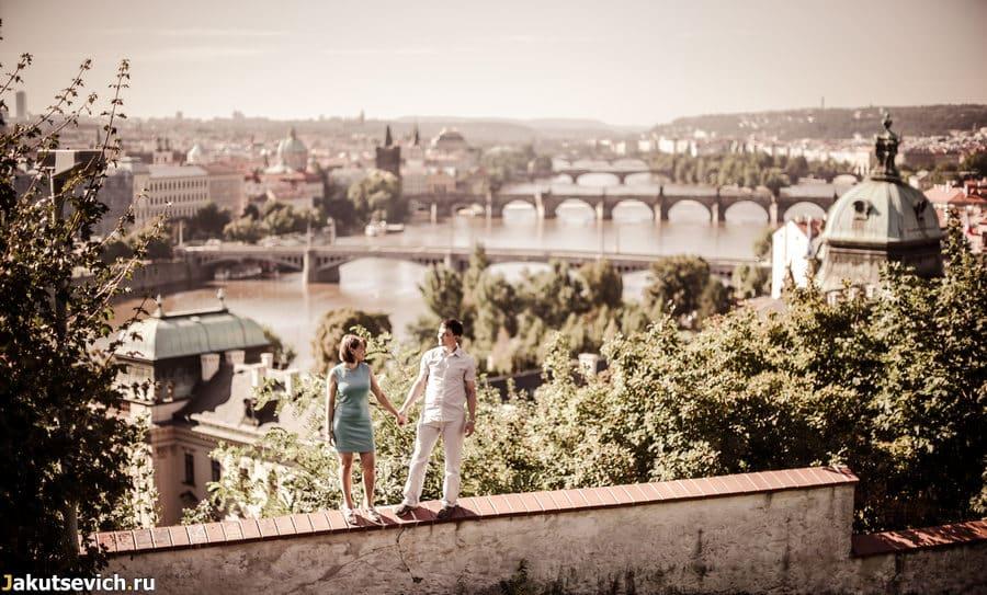 Вид на пражские мосты с Летенских садов