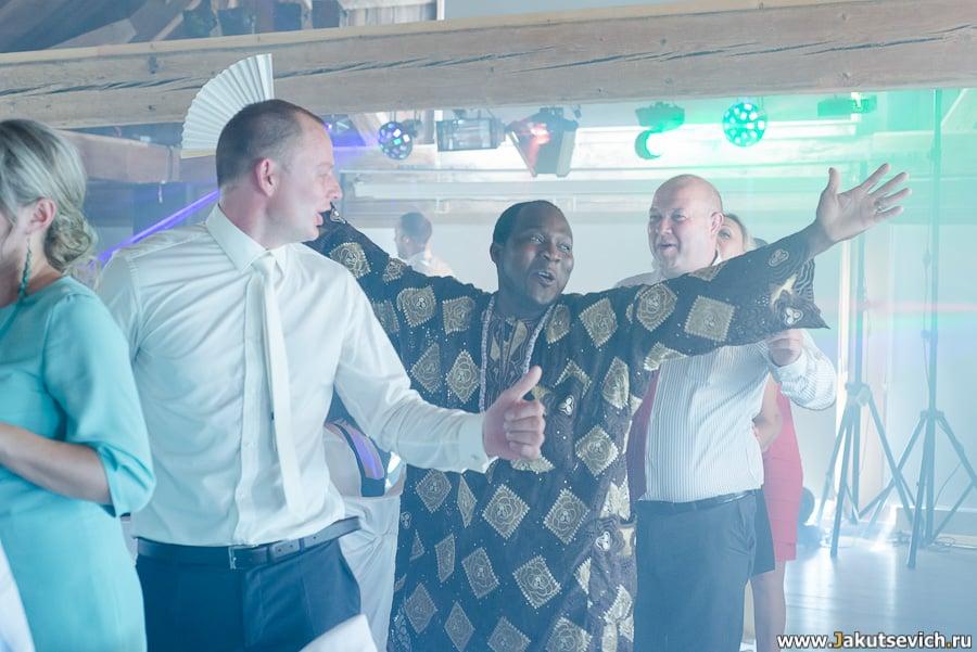 Как заставить гостей танцевать