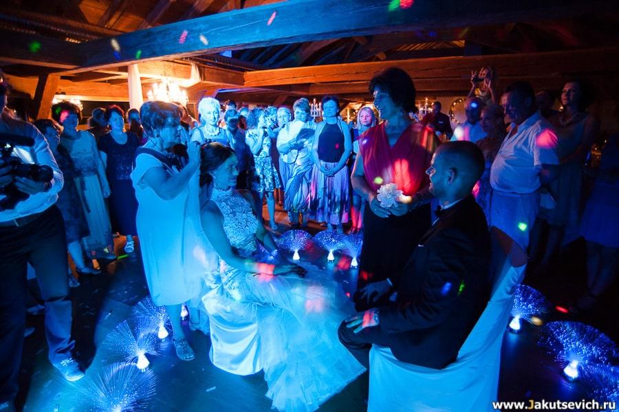 Как снимать фату невесте