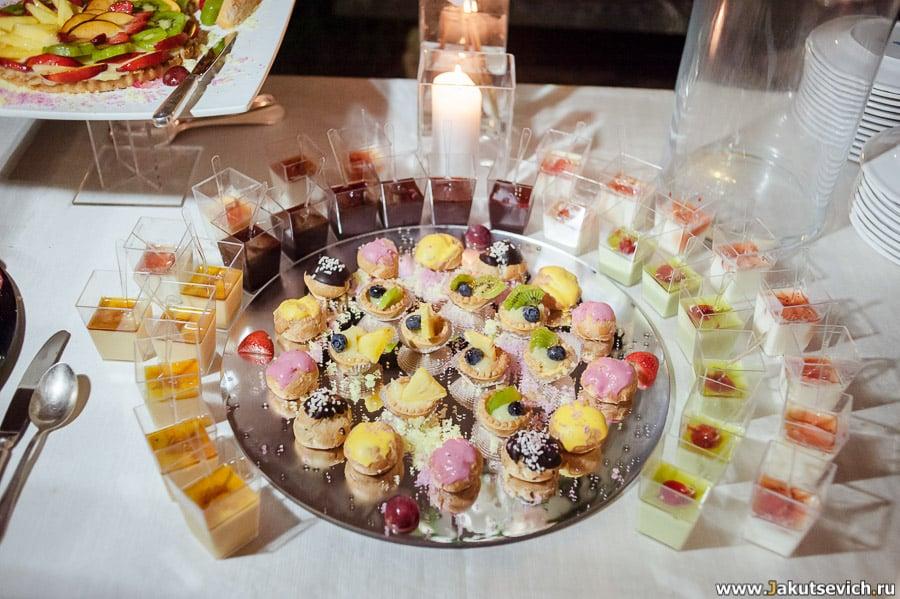 Десертный стол на свадьбу