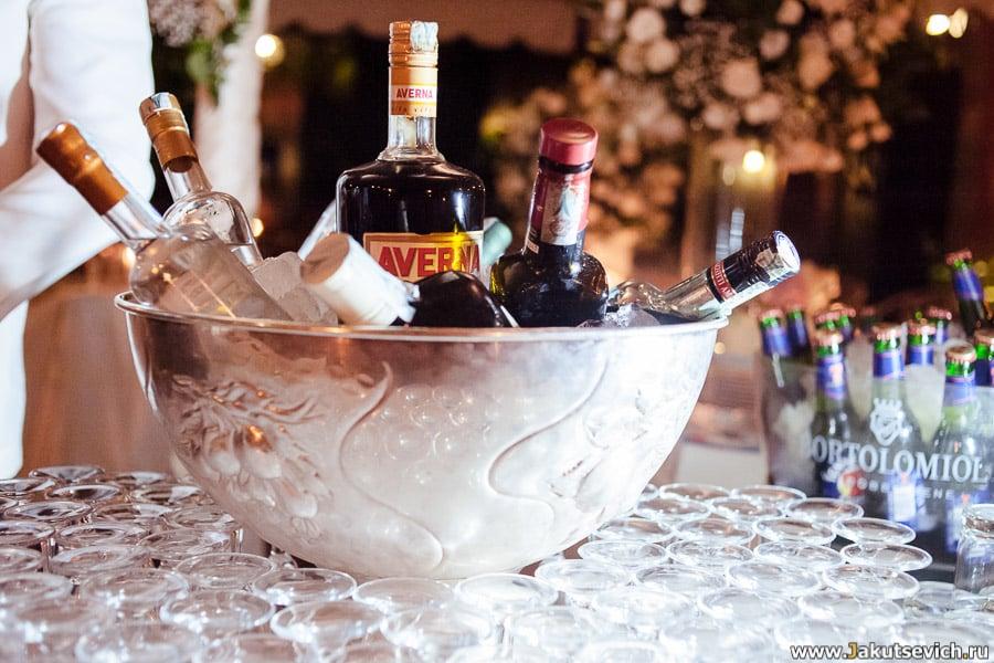 Какие напитки заказать на свадьбу
