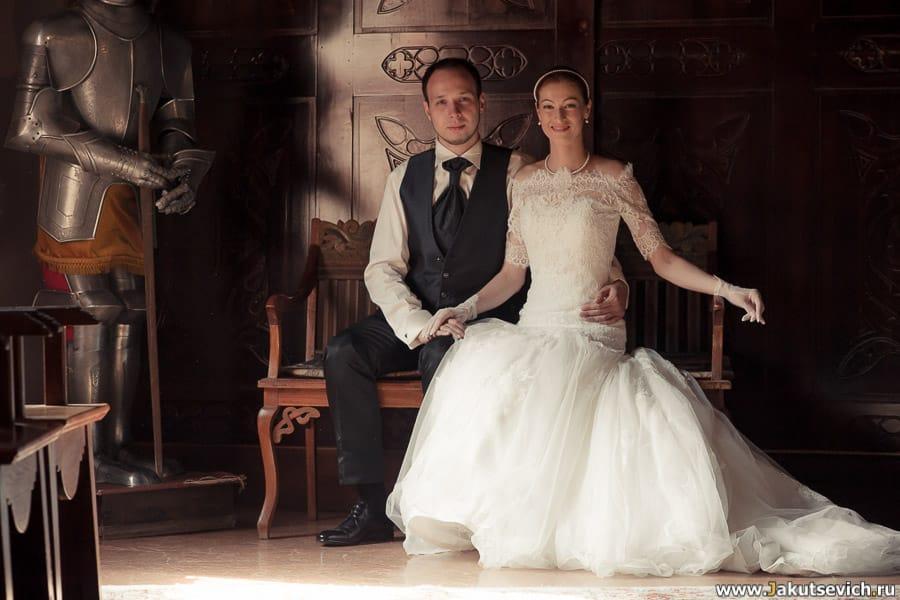 жених и невеста в средневековом замке