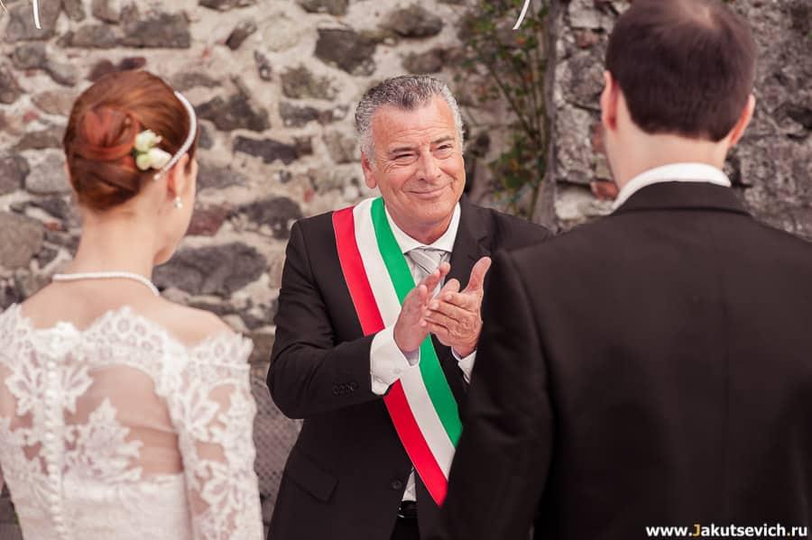 регистратор на свадьбе в Италии
