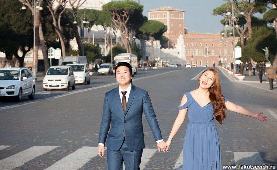 Улица Fori Imperiali в Риме свадебная фотосессия