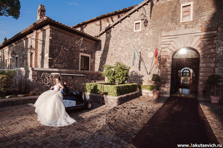 роскошное свадебное платье у невесты