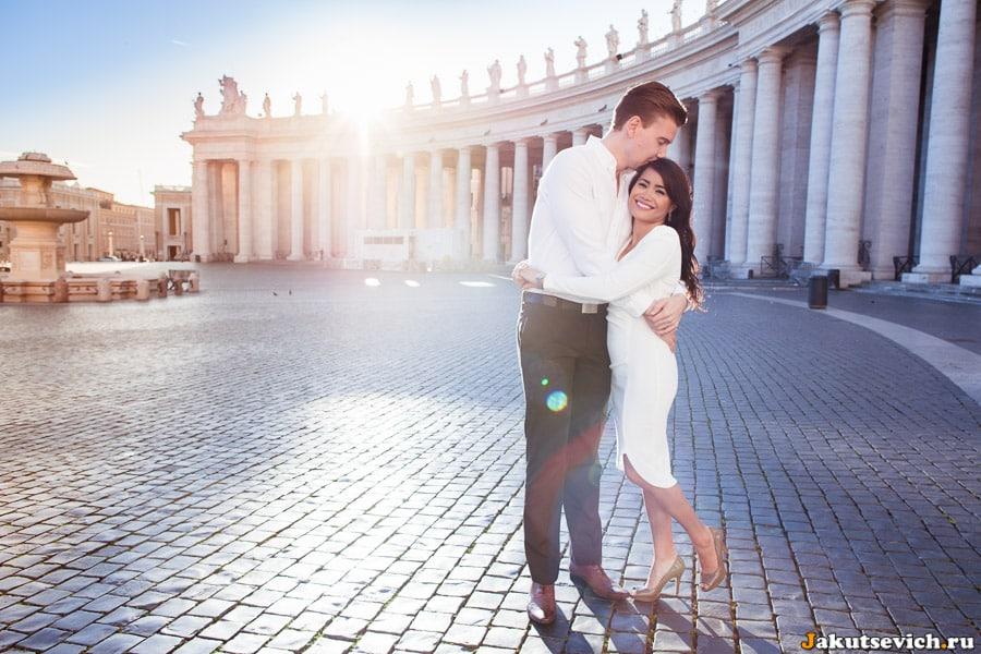 Влюбленные на площади святого Петра