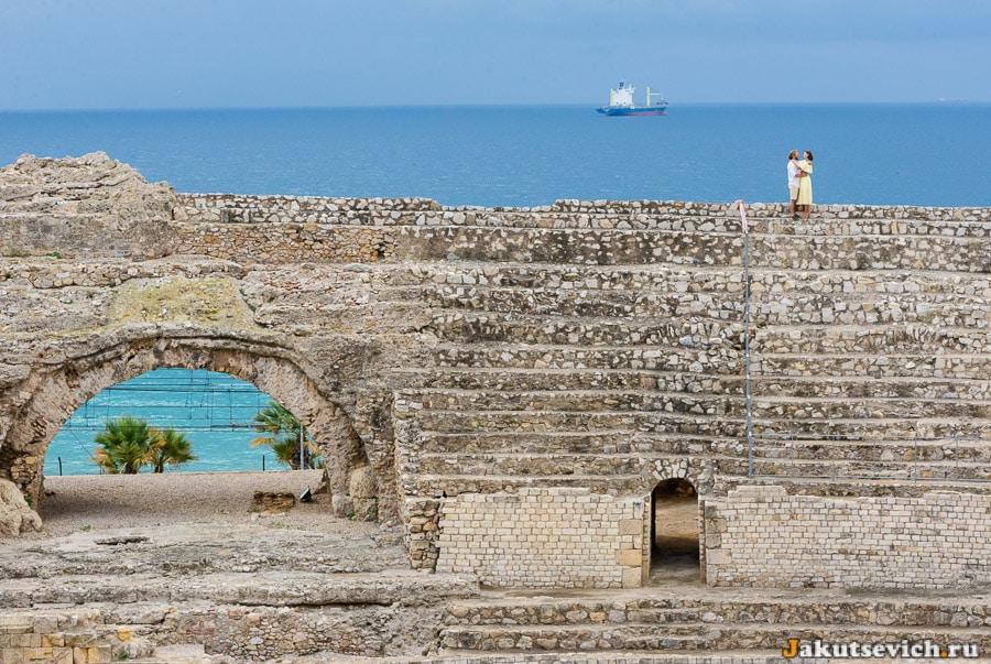Фотосессия в Таррагоне в Римском амфитеатре на фоне моря