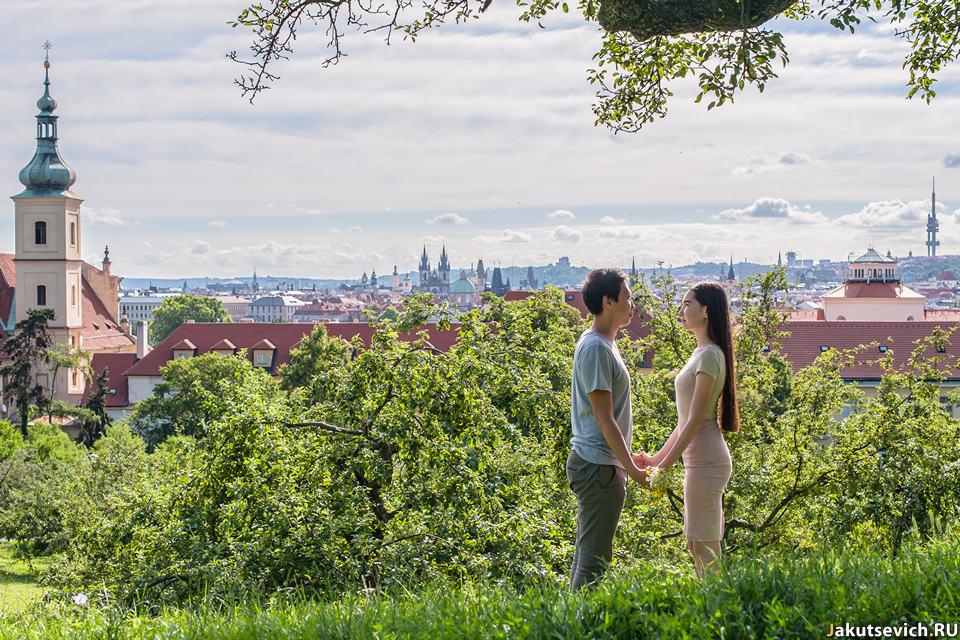 Красные крыши Праги романтическая фотосессия