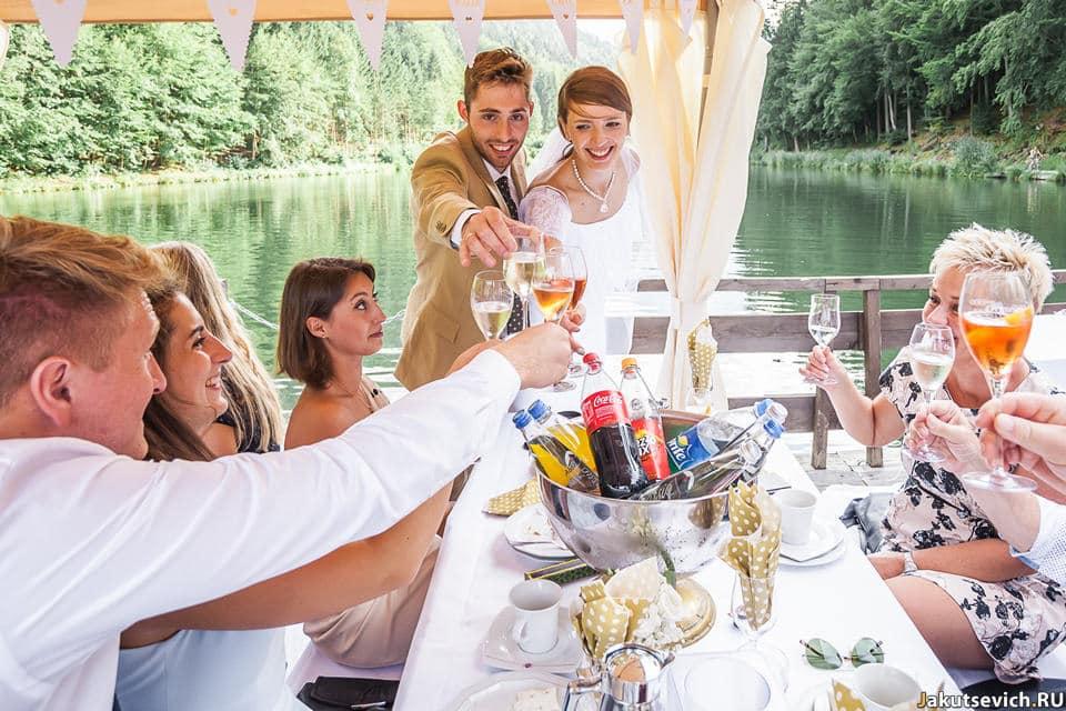 Свадьба на озере в горах