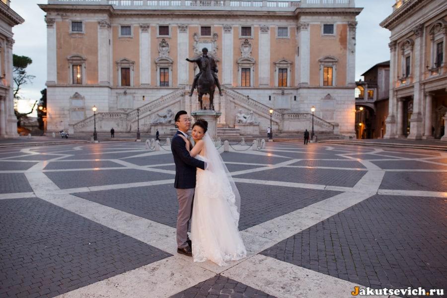 Невеста и жених на Капитолийской площади