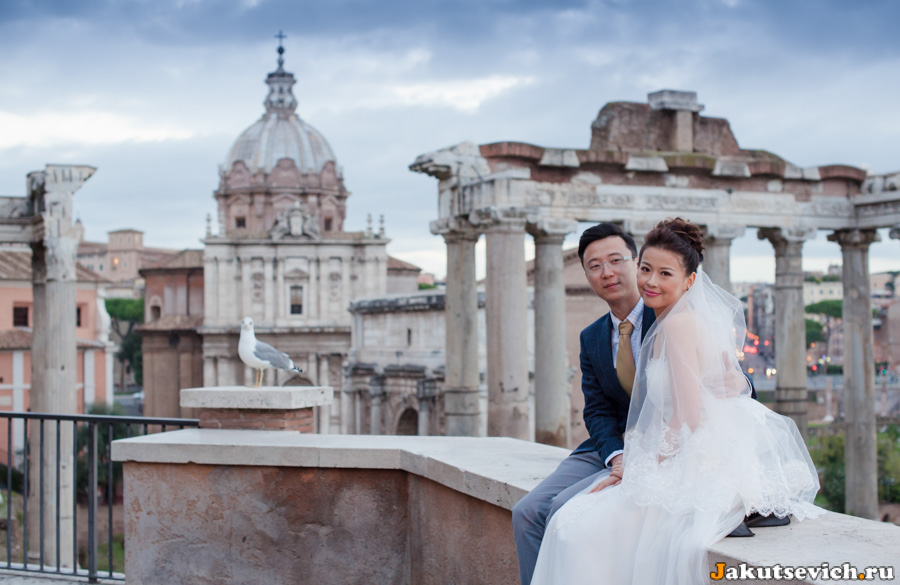 свадебная фотосессия на фоне римского форума
