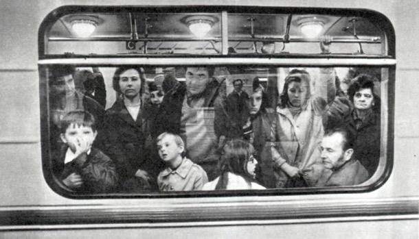 люди в пражском метрополитене