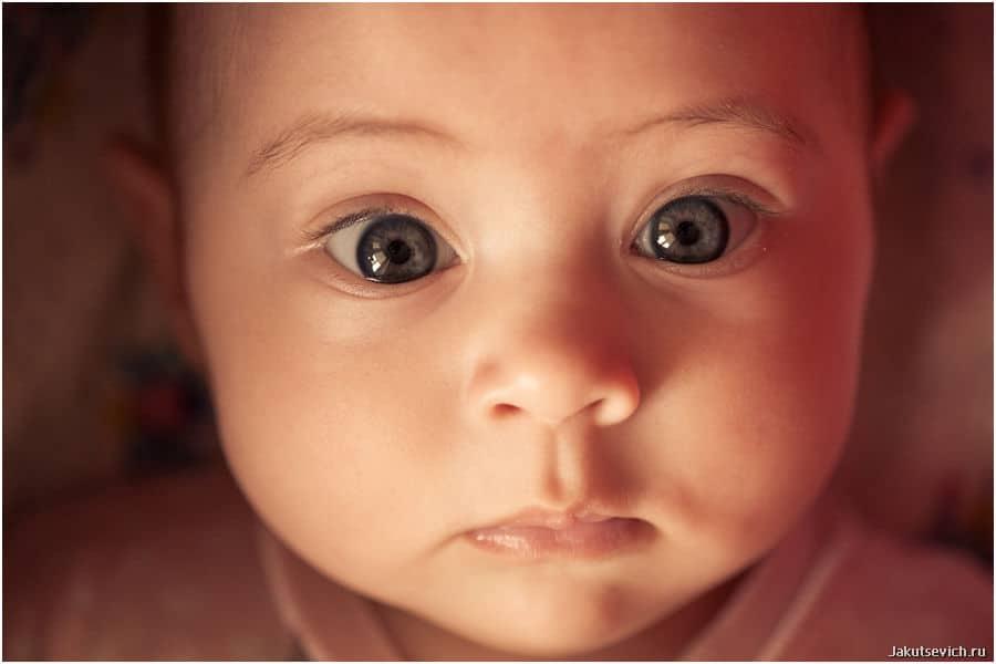 красивый взгляд ребенка фотограф в Чехии Артур Якуцевич