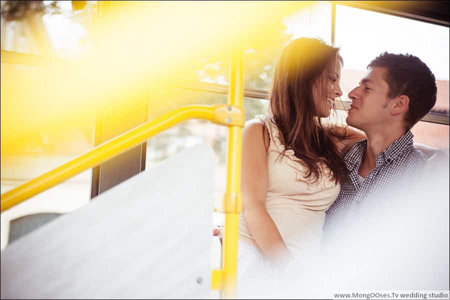 Влюбленные в пражском трамвайчике