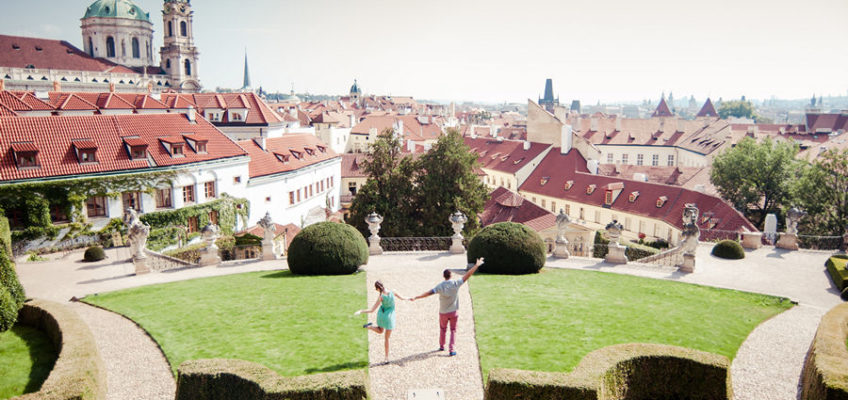 Врбовский сад красивое фото с влюбленными в Праге