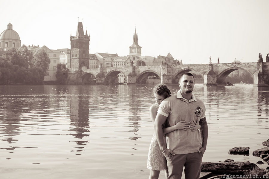 Карлов мост на рассвете - фотосессия в Праге для влюбленных