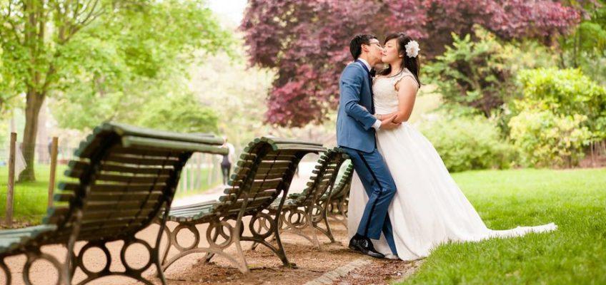 свадьба в красивом парке Парижа