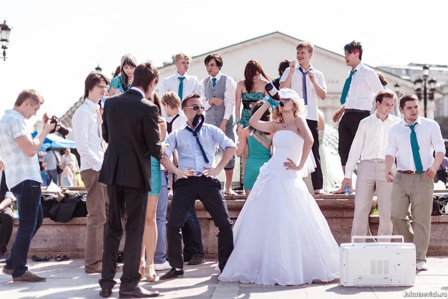 Мятная свадьба в Москве - гости отдыхают, а невеста пьет до дна!
