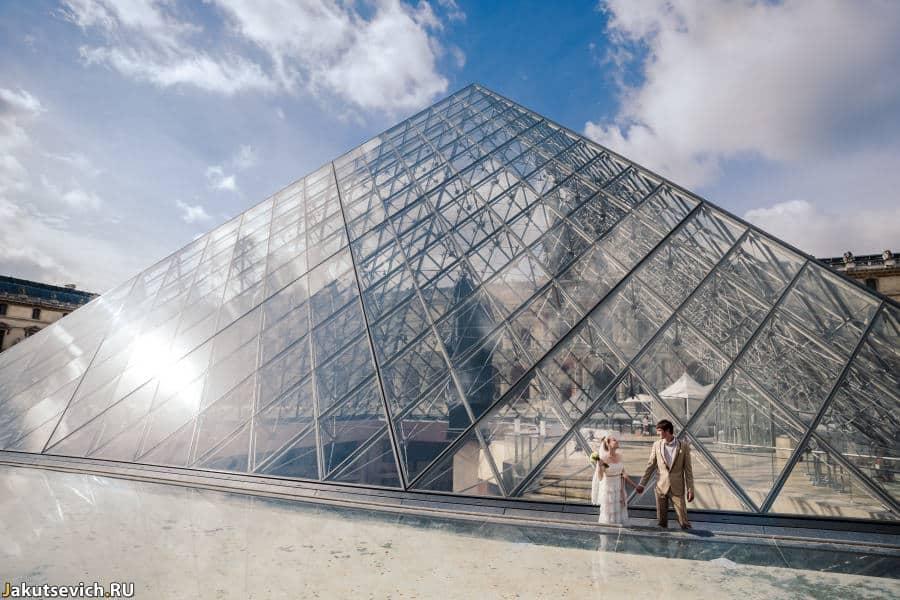 Лувр - свадебная фотосессия в Париже