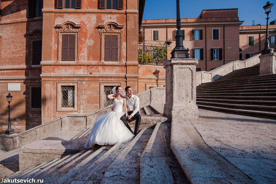 Испанская лестница в Риме содержит 138 ступенек