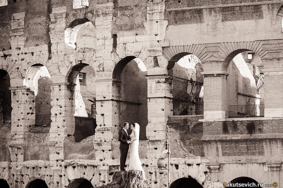Прогулка по Риму - фото на фоне Колизея
