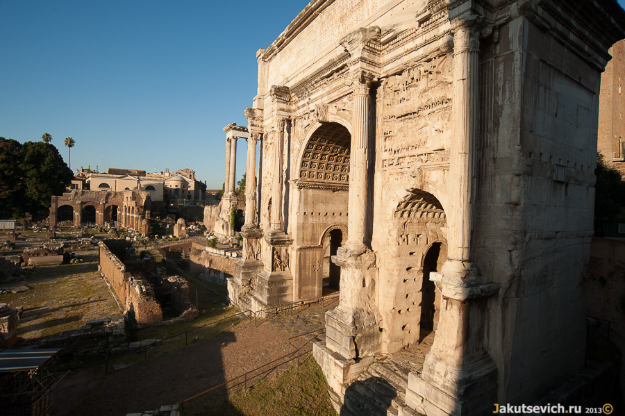 Древняя арка в Римском Форуме