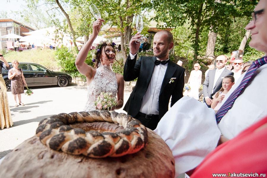 Традиция бить бокалы на свадьбу