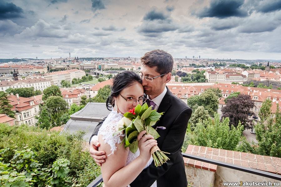 Красные крыши Праги фото