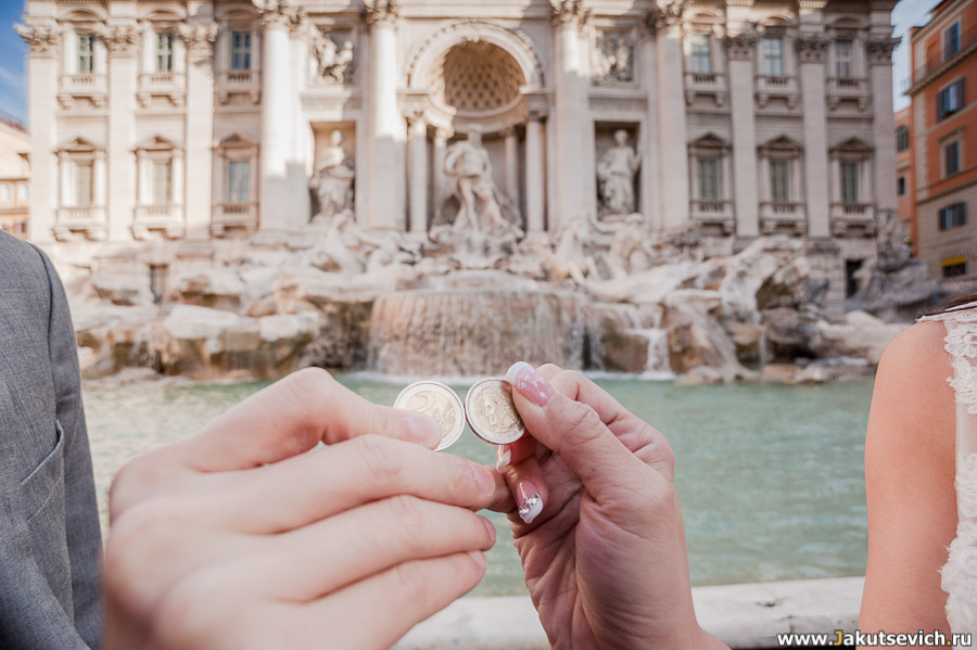 Где нужно бросать монеты в Риме