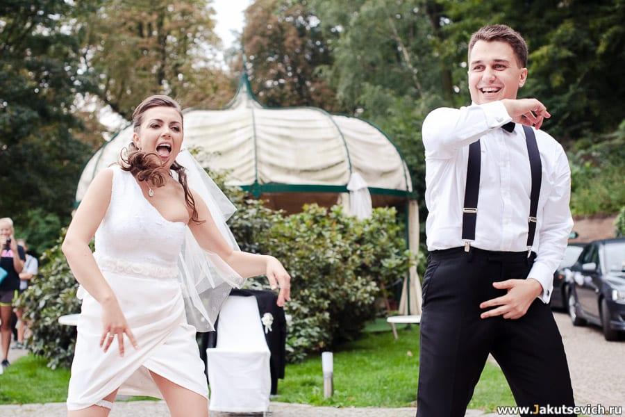 Невеста и жених отжигают