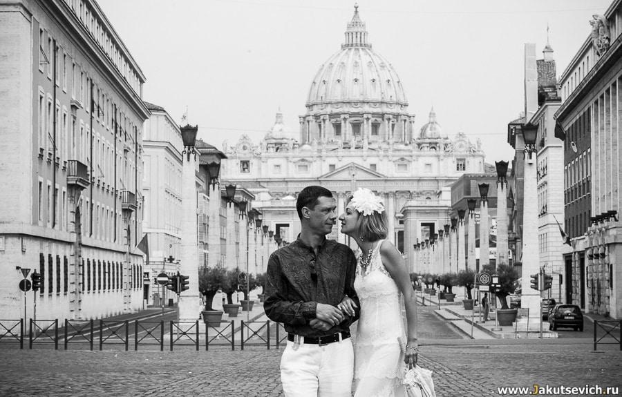 Фото на фоне Ватикана