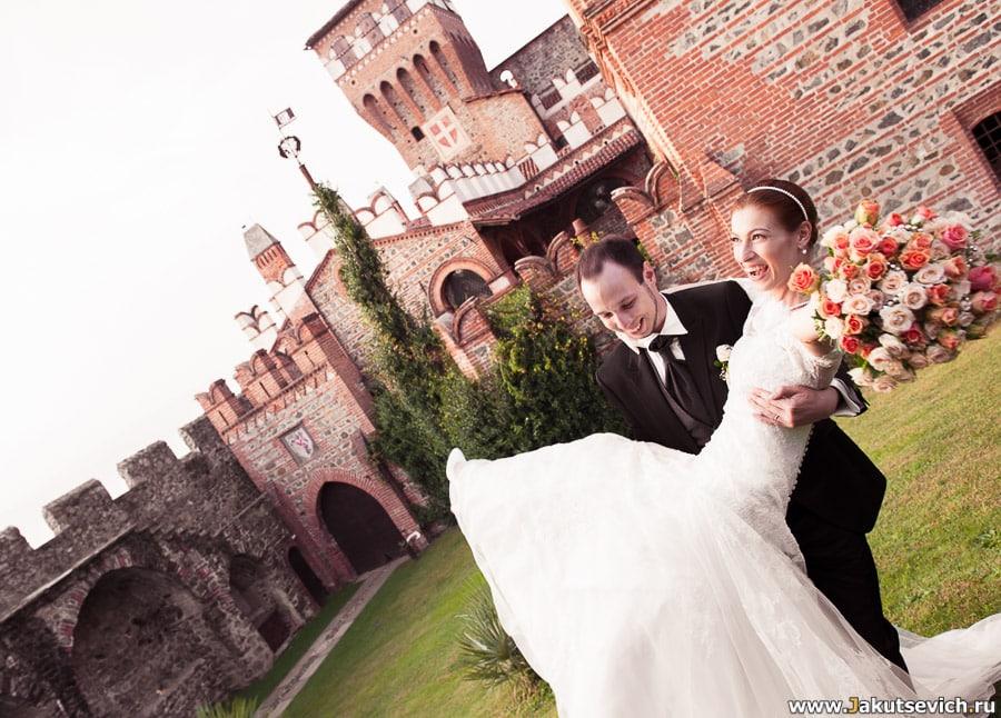 Свадьба в замке счастливая невеста