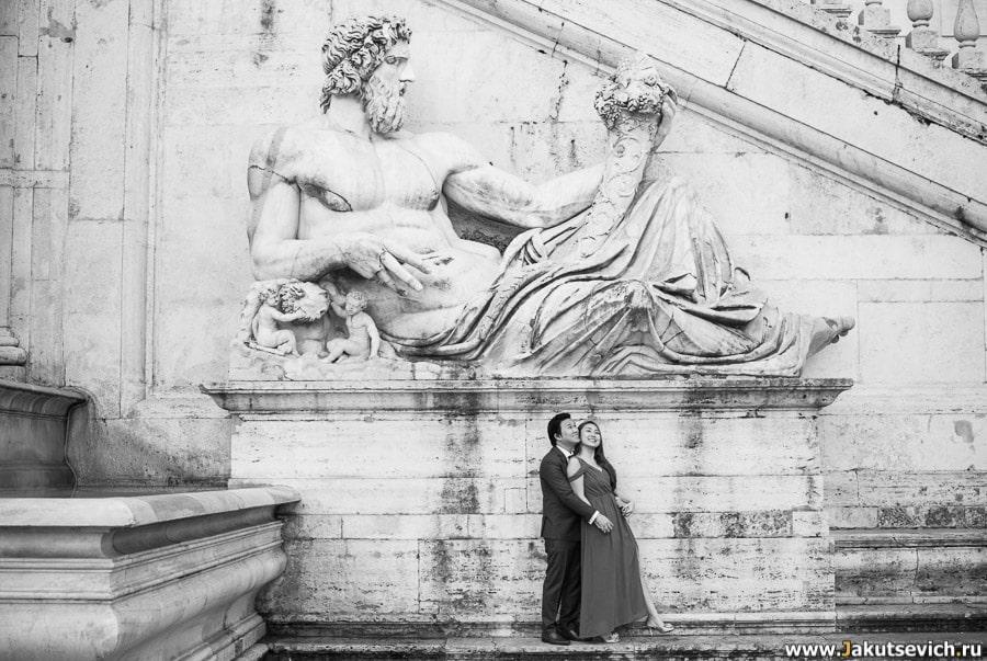 Статуя древнеримского бога на капитолийской площади в Риме