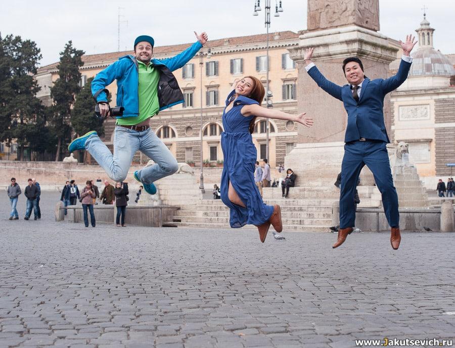 Фотограф в Риме Артур Якуцевич во время фотосессии на пьяцца дель Пополо