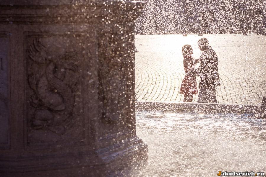 Фотосессия в Ватикане - фонтан и влюбленные