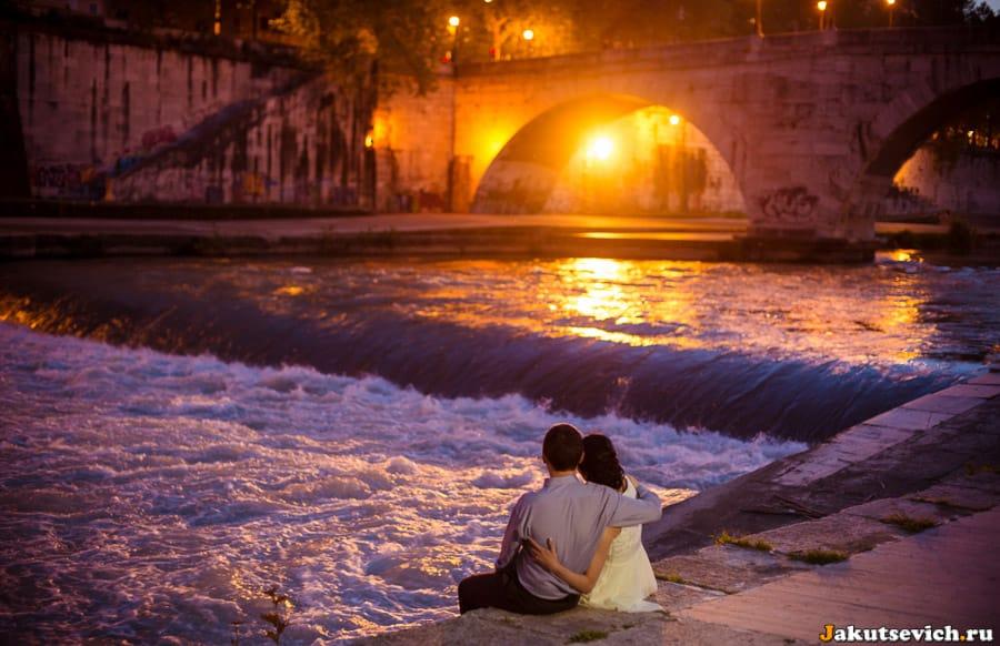 Ночная лав стори фотосессия в Риме в апреле