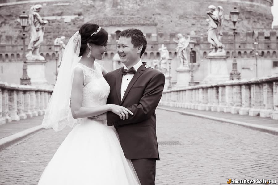 Мост святого Ангела в Риме свадебная фотосессия