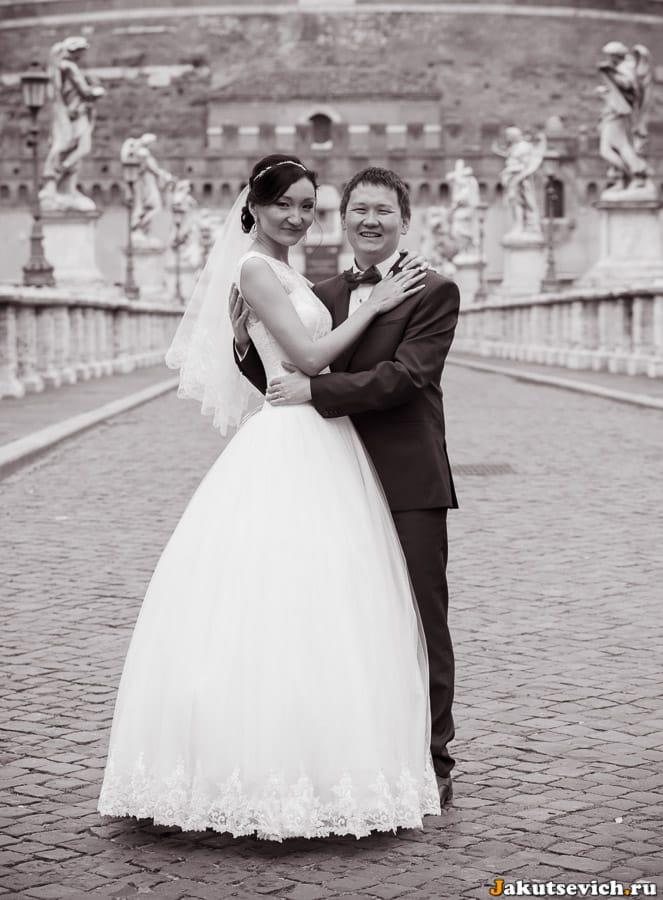 Свадебная фотосессия на мосту святого Ангела в Риме