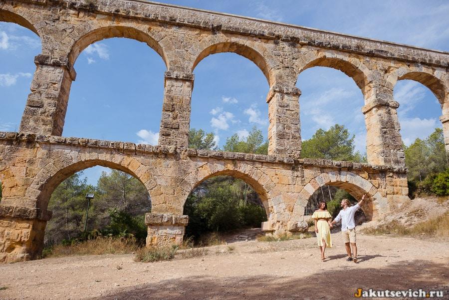 фотосессия у древнего акведука в Таррагоне