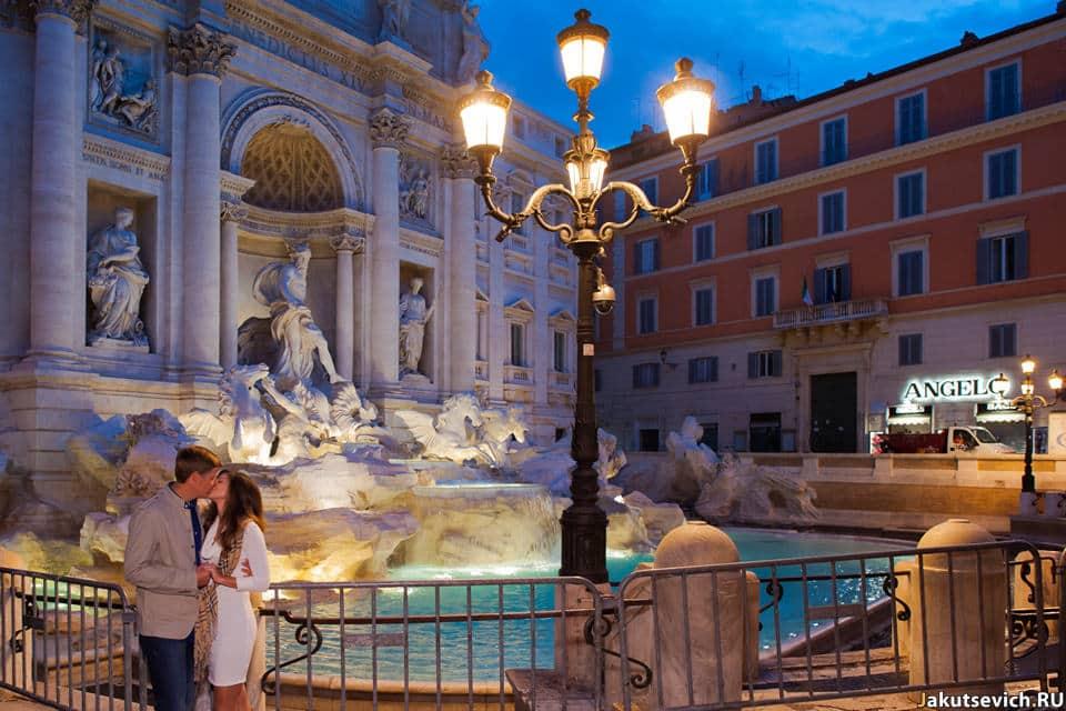 Фотографии у фонтана Треви в Риме