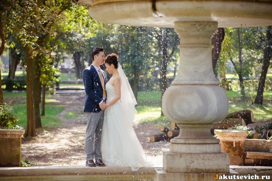 Фонтан на вилла Боргезе свадебная фотосессия